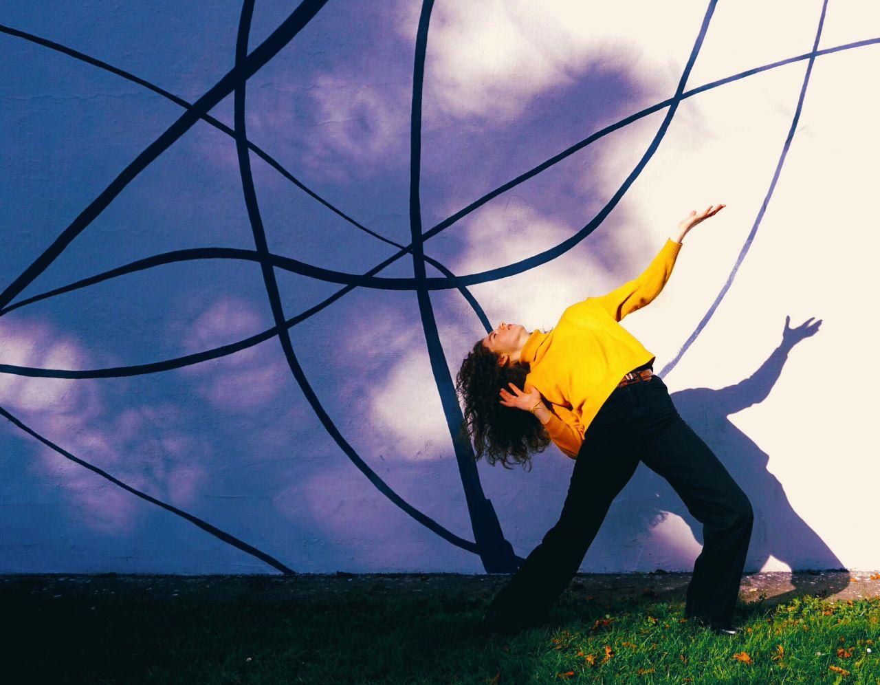 Mathilde Vendramin (Cello, Gesang), Peter Hutter (Visuals)